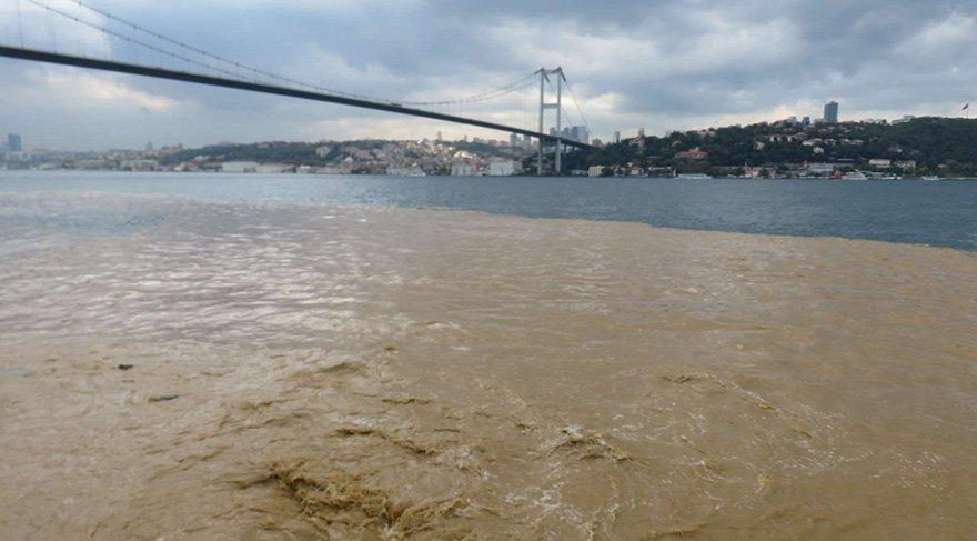 Yağış nedeniyle çamurlu suların aktığı Boğaz renk değiştirdi. Foto DHA