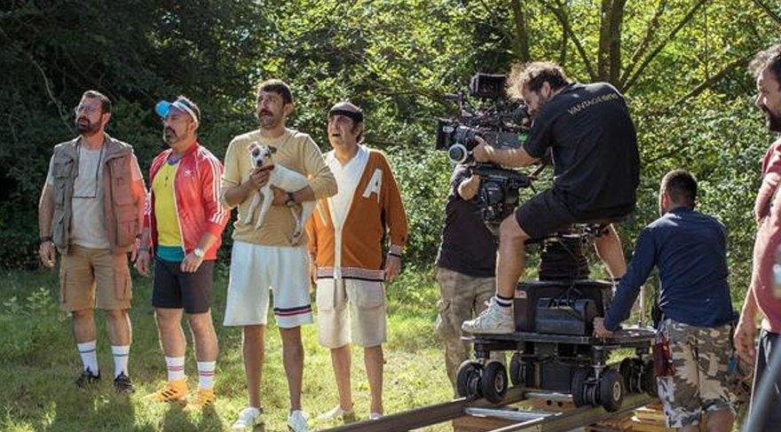 Karakomik Filmler'den kareler paylaşıldı.