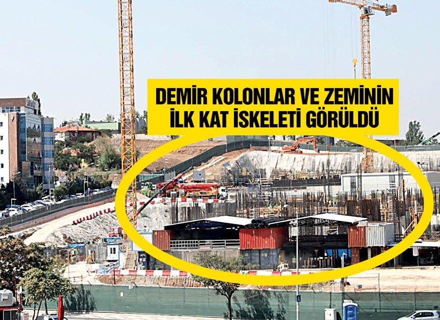 Çukurambar'daki ABD'nin yeni Ankara Büyükelçiliği binası hızla yükseliyor. Geceli gündüzlü süren hummalı çalışma sonucu, zeminin ilk kat iskeleti ve demir kolonları görüldü.