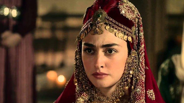 Esra Bilgiç, Diriliş Ertuğrul'da Halime Hatun'u canlandırmıştı.