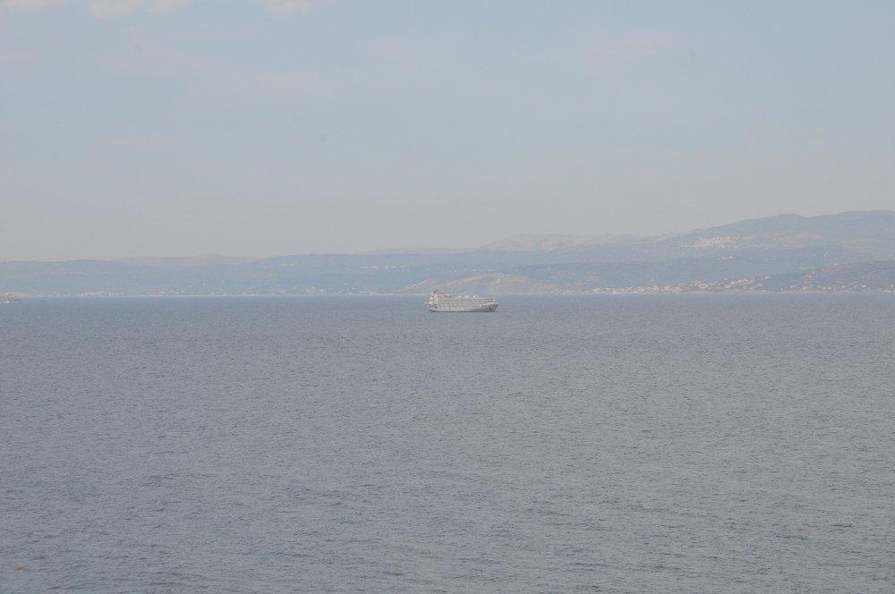 FOTO:SÖZCÜ - Yunus Emre Çınar - Gemi, Çiftlikköy mevkii açıklarında demirledi.