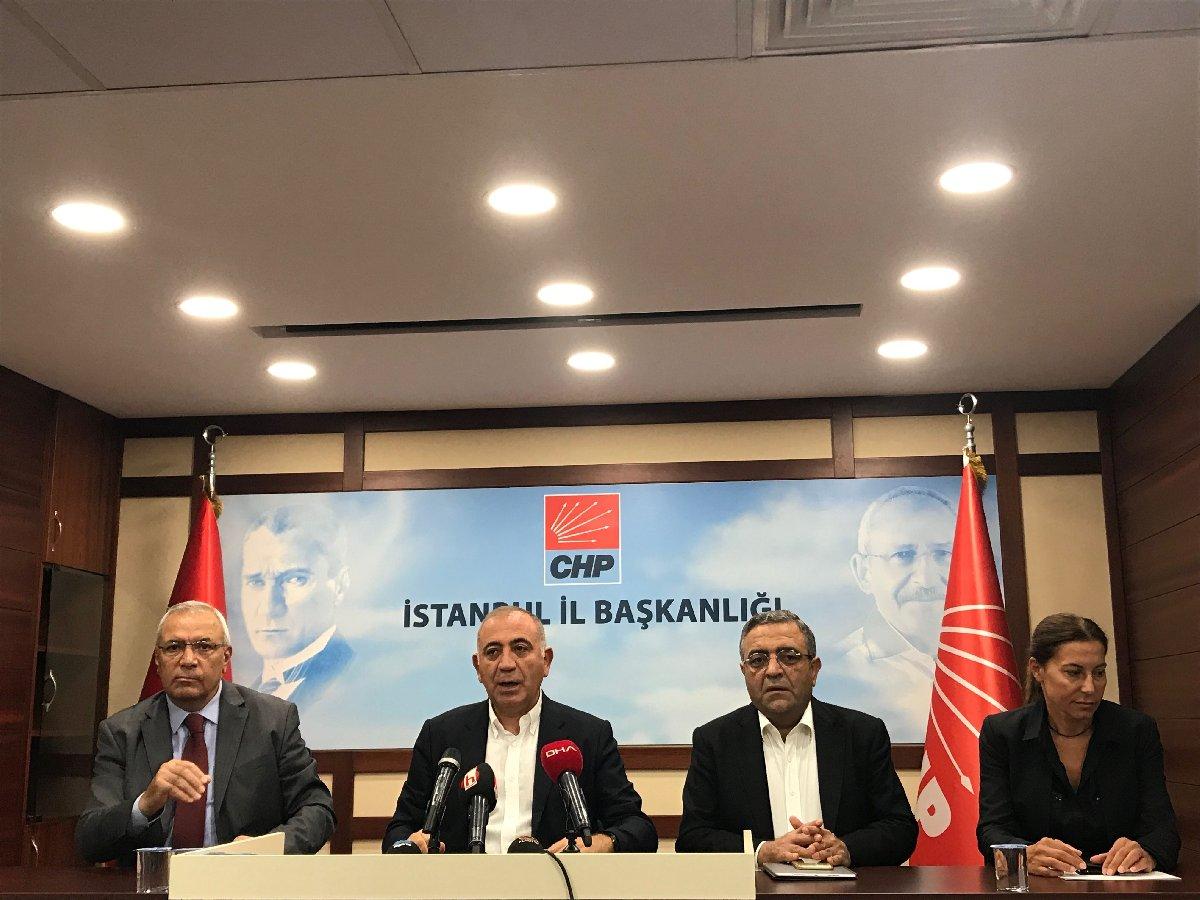 Gürsel Tekin'in basın toplantısına CHP İstanbul milletvekili Sezgin Tanrıkulu ve (solundaki) ve partililer de eşlik etti.