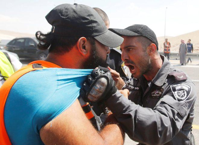İsrail güçleri protestoculara müdahale ediyor.