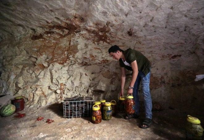Mağaralara yapılan gıda stokları.