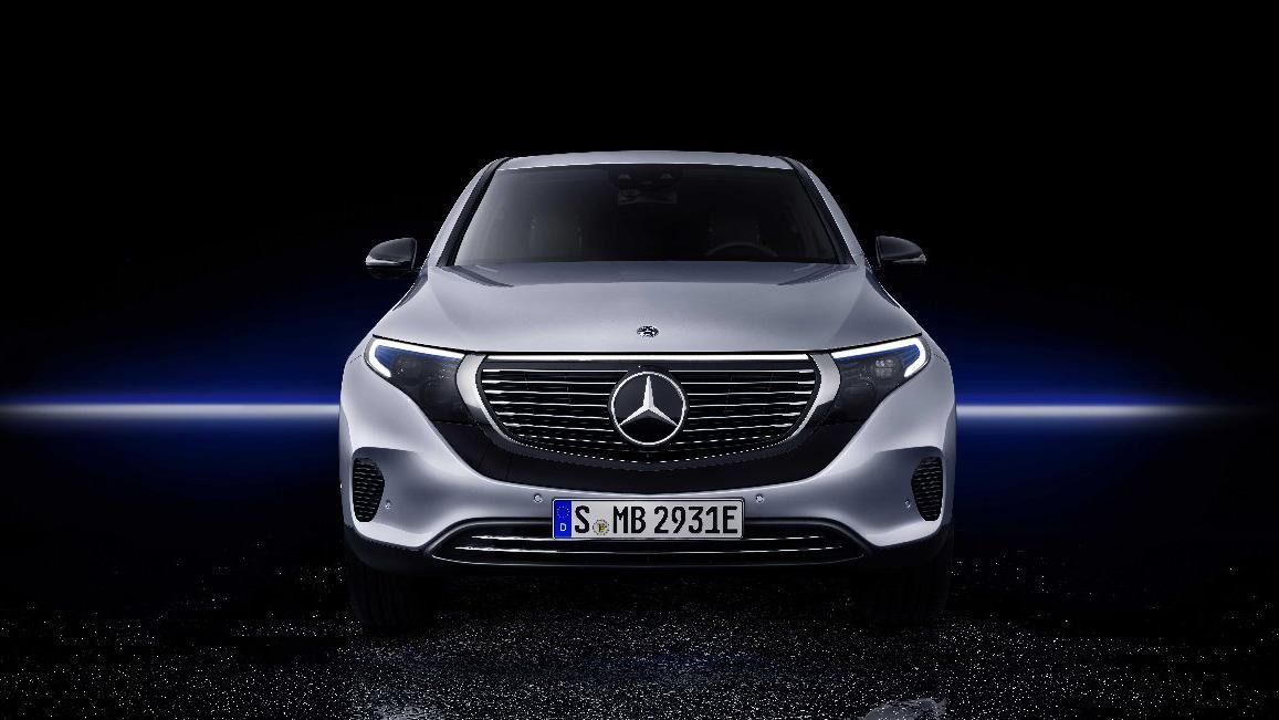 Mercedes'in ilk tam elektrikli modeli : EQC!