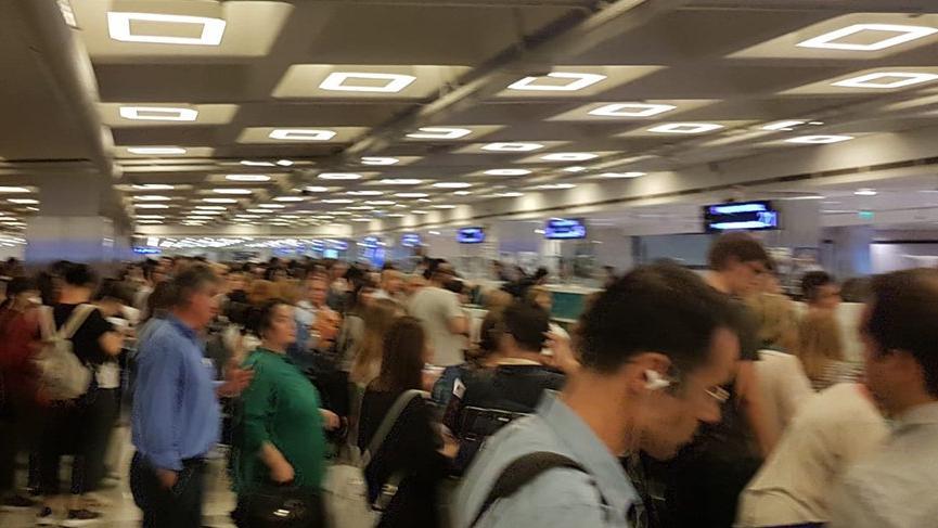 Atatürk Havalimanı'nda PolNet arızası kuyruğu!