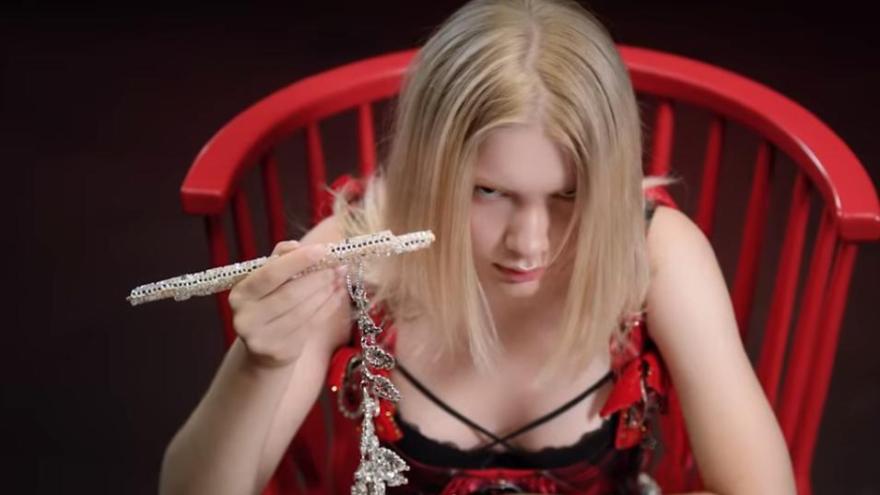Emrah Karaduman ve Aleyna Tilki'nin yeni şarkısı Dipsiz Kuyum klibi ve sözleri