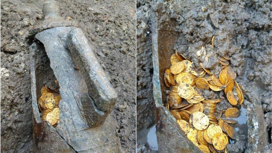 Amfi tiyatronun altında yüzlerce altın sikke bulundu