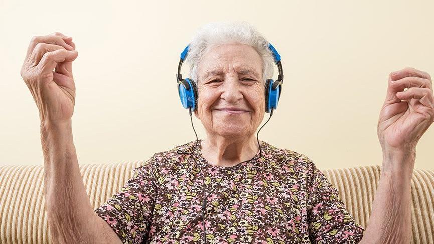 Alzheimer hastalığı belirtileri nelerdir? Alzheimer nasıl tedavi edilir?