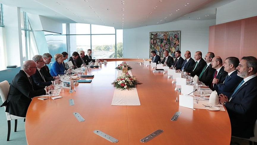 Merkel görüşmesinde MİT Başkanı sürprizi