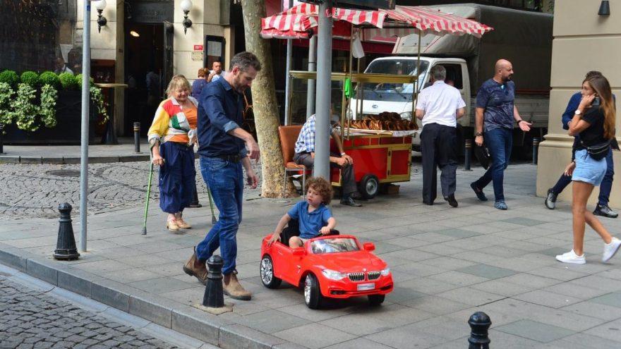 Hande'nin oğlu Leon trafiğe çıktı