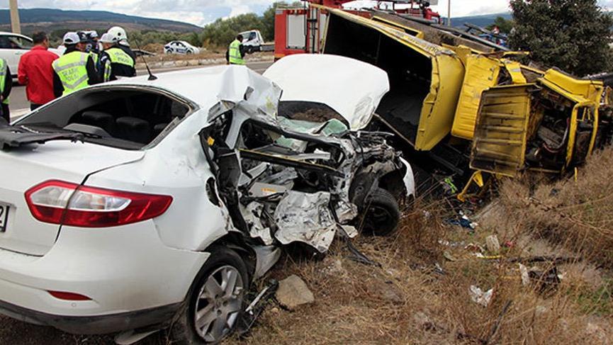 Bolu'da kamyon ile otomobil çarpıştı 1 kişi öldü