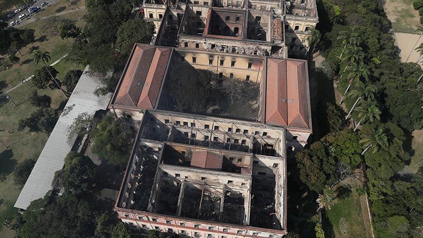 Brezilya'da yanan müzede 12 bin yıllık eserler de vardı