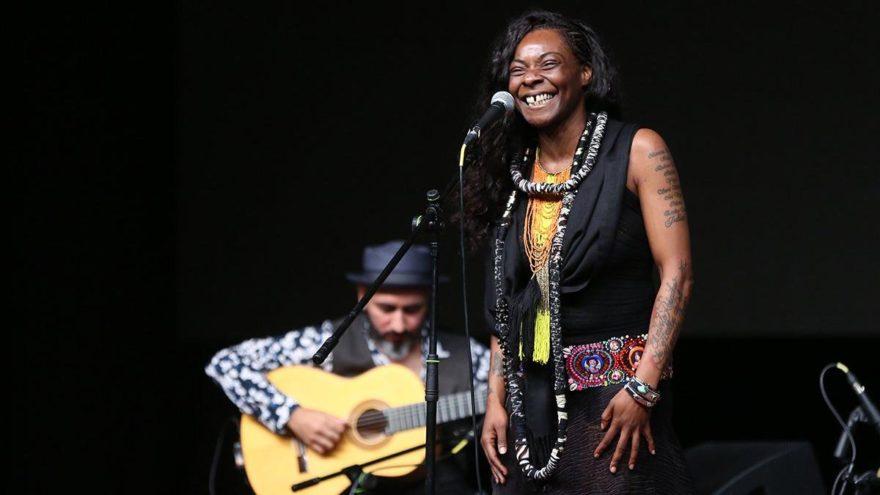 Dünyaca ünlü şarkıcı Buika, Açıkhava'daydı