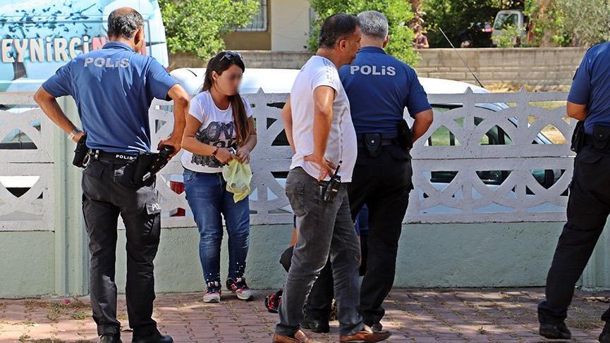 Caminin kadınlar tuvaletine beraber girdiler cemaat polisi alarma geçirdi