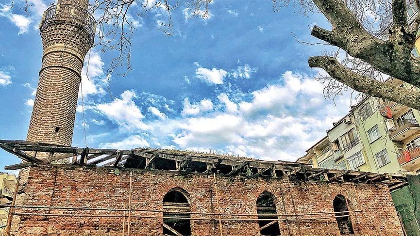 Asırlık camiyi yıkıp otopark yaptılar