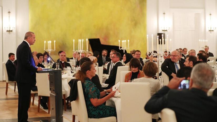 Erdoğan onuruna verilen yemek… Özdemir'le tokalaştı, menüde şarap da vardı
