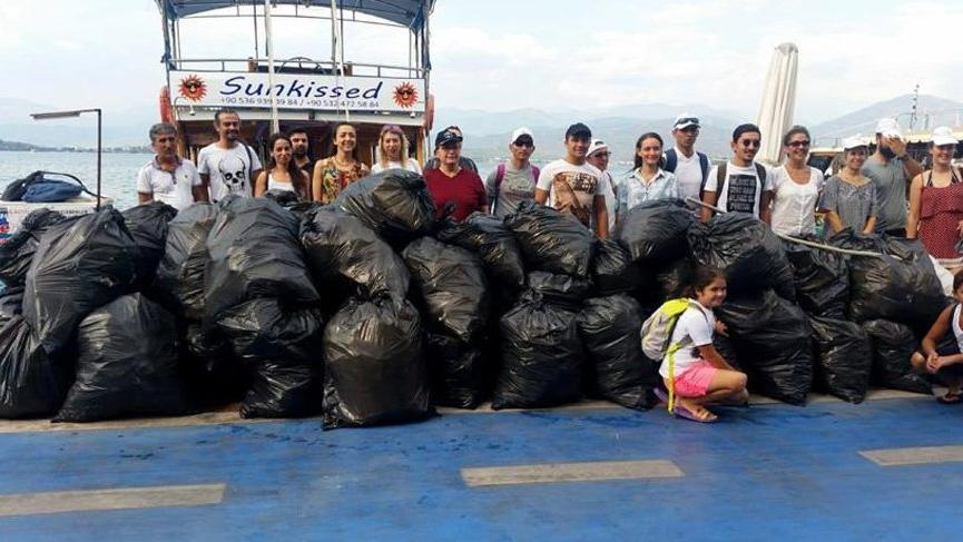 Fethiye'deki temizlikten yüzlerce kilo çöp çıktı