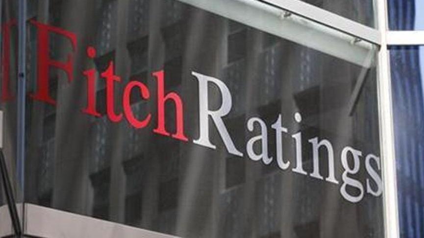 Fitch 4 bankanın notlarını indirdi