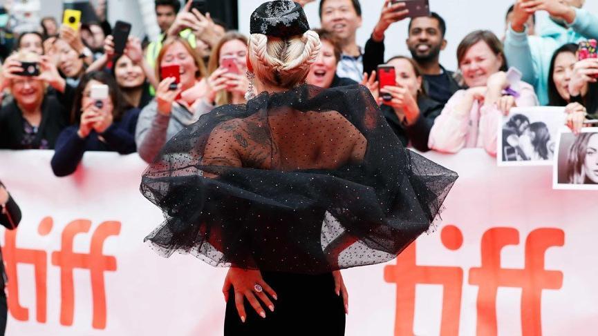 Lady Gaga Toronto Film Festivali'ndeki stiliyle dikkat çekti