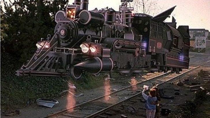 Hadi ipucu sorusu: Geleceğe Dönüş film serisinde zaman makinesi olarak kullanılan araçlar nelerdir?