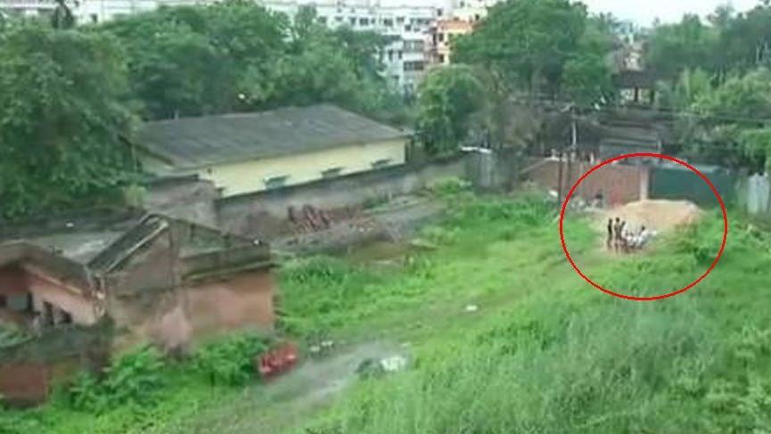 Hindistan'da çöp torbalarından 14 bebek cesedi çıktı