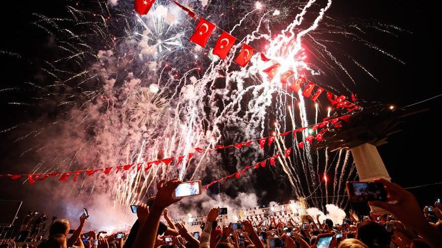 İzmir'in düşman işgalinden kurtuluş yıl dönümüne coşkulu kutlama