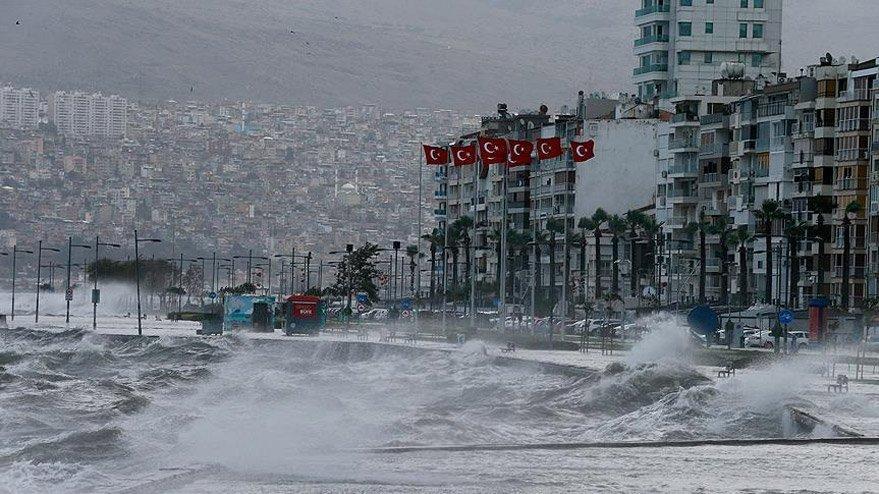 Son dakika... İzmir fırtınaya karşı alarma geçti