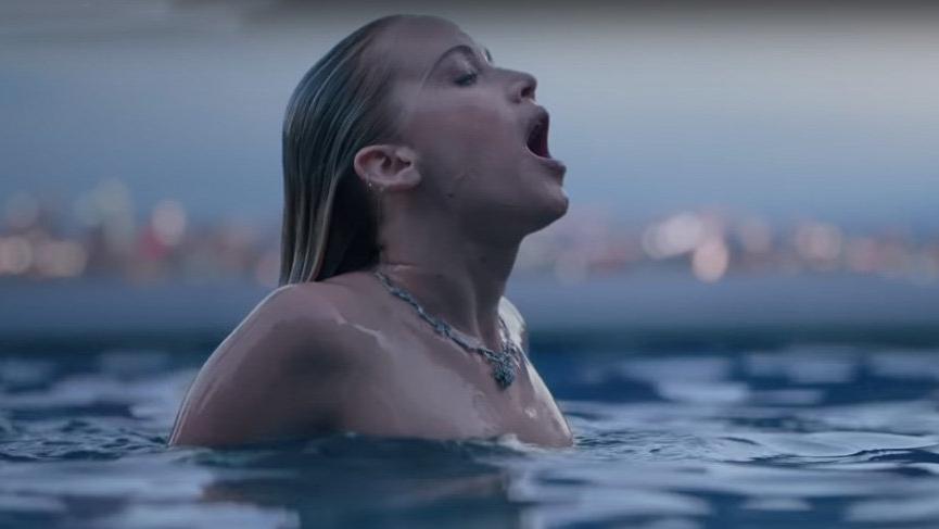 Jennifer Lawrence yeni parfüm reklamıyla çok konuşulacak
