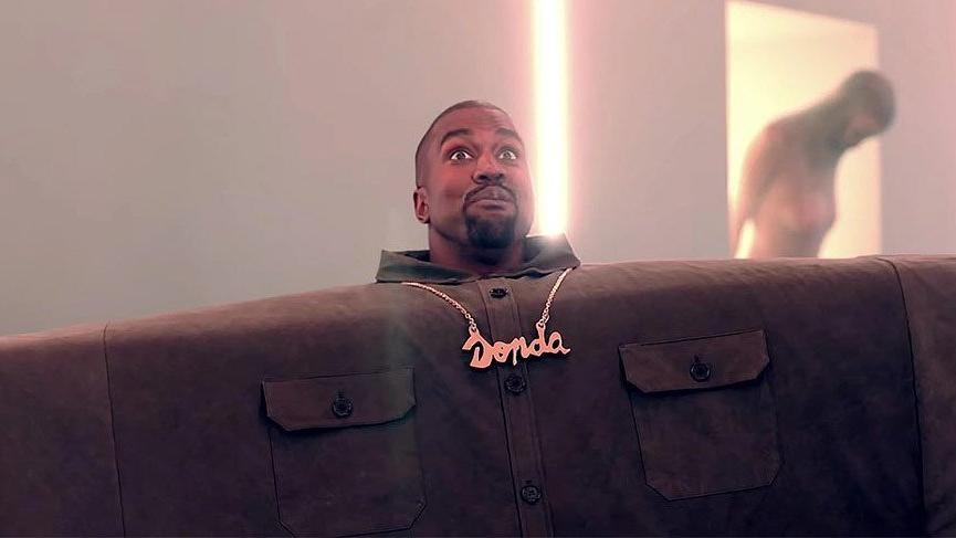 Kanye West'in terlikleri şimdi de 'I love it' klibinde başrolde