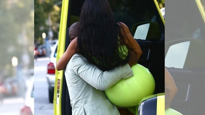 Kanye West, terliklerine 'Küçük' diyenlere 'Büyük' cevap verdi
