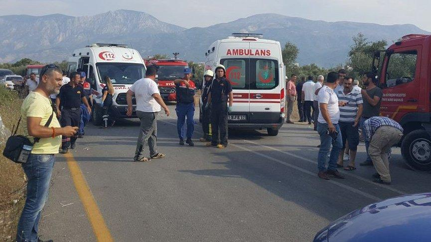 Manisa'da halk otobüsü ile otomobil çarpıştı: 24 yaralı
