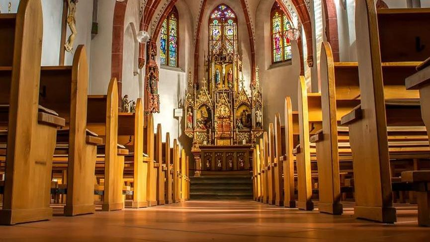 Fransa'da 100 yıllık kilise satışa çıkarıldı