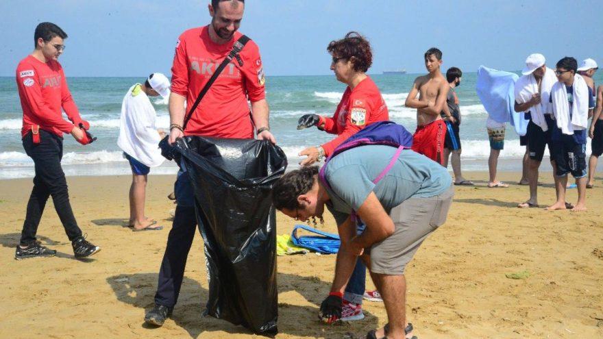 Kilyos Sahili'nden onlarca torba çöp çıktı