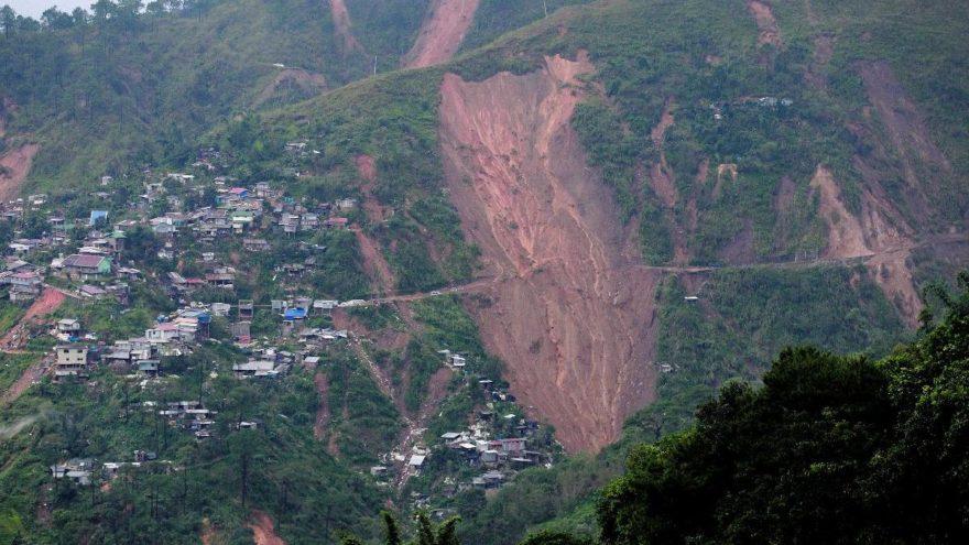 Mangkhut yıktı geçti: En az 64 ölü, birçok köy yok oldu