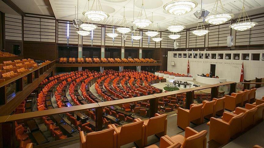 Meclis'teki yepyeni halıları değiştiriyorlar