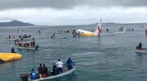 Yolcu uçağı denize indi... Halk seferber oldu