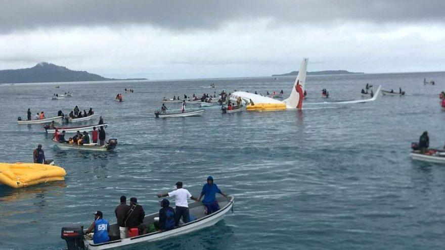 Yolcu uçağı denize indi… Halk seferber oldu