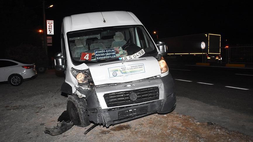 Muğla'da minibüs ile otomobil çarpıştı! 1 ölü, 5 yaralı