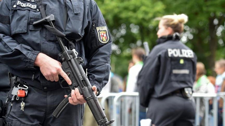 Alman polisinden ilginç uyarı: İtişip kakışmayın