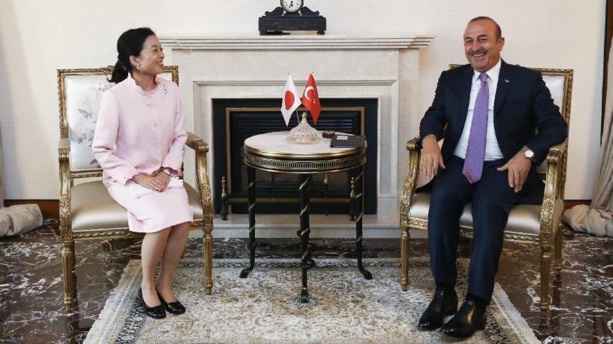 Japon Prensesi'nden Türk bayraklı oje jesti