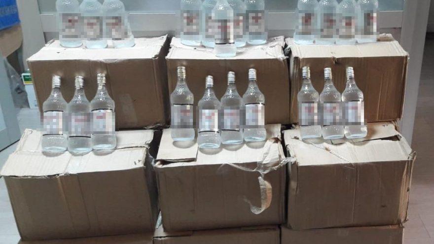Esenyurt'ta 242 şişe kaçak içki ele geçirildi