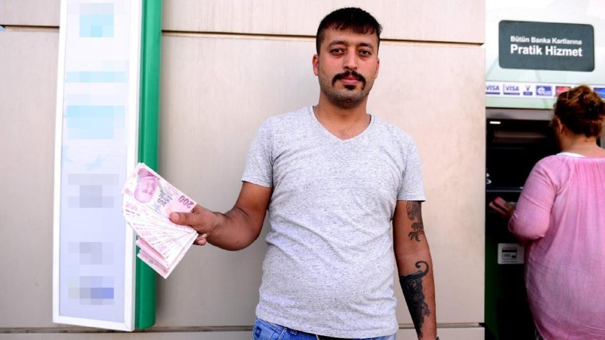 ATM'de bulduğu parayı sahibine iade etti