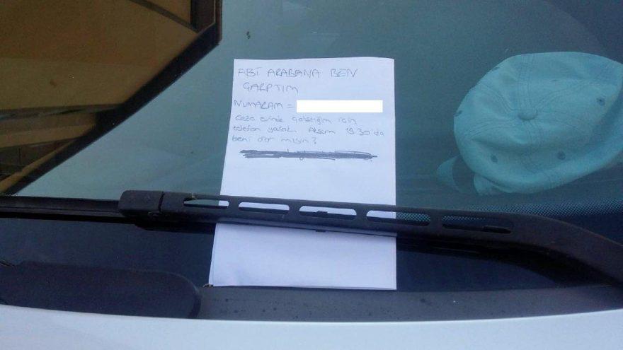 Çarptığı otomobilin sürücüsüne not bıraktı