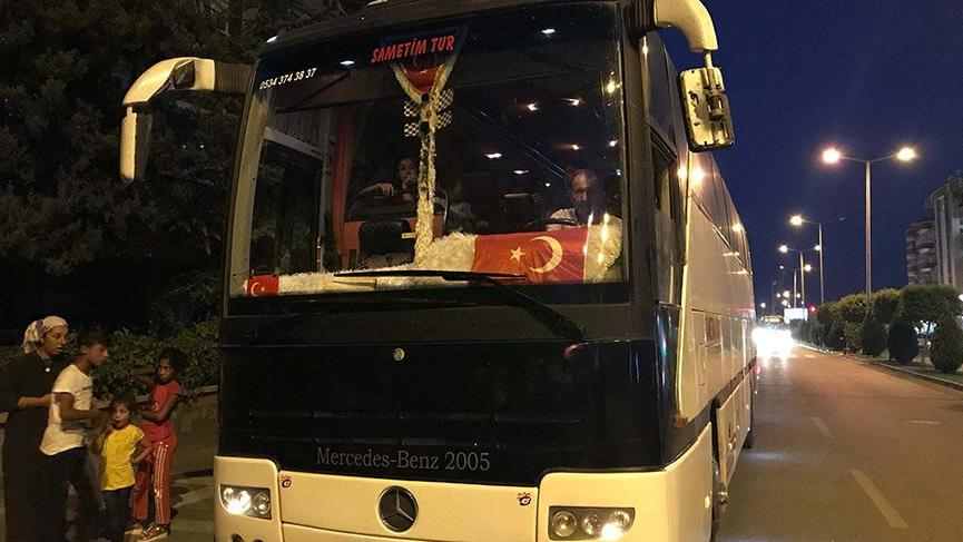 Yolcular tek şoförle yola çıkan otobüsü polise şikayet etti