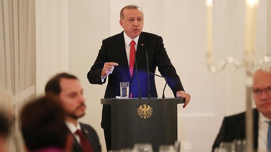 Erdoğan: Teröristler Almanya'da elini kolunu sallayarak dolaşıyor