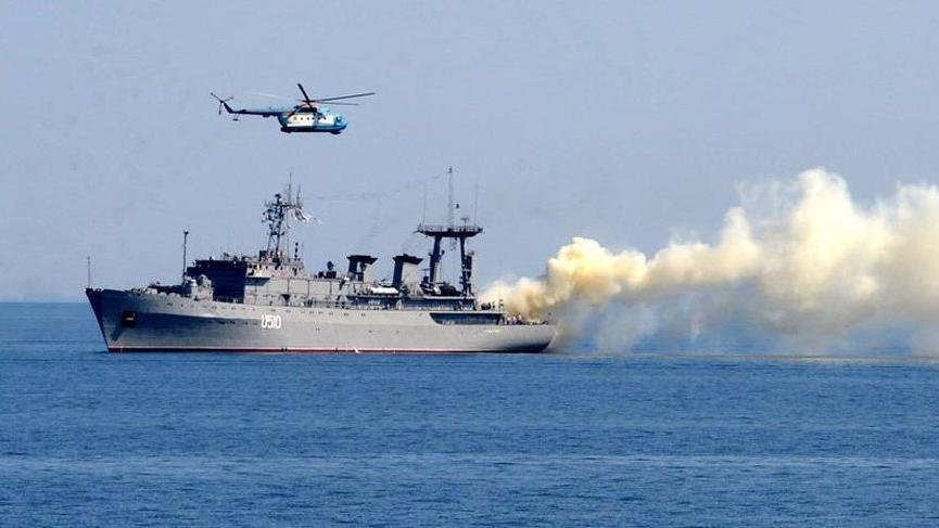 Ruslar Akdeniz'de tatbikata devam ediyor