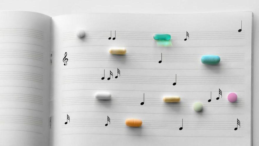Hastalarını hem bilimle hem müzikle iyileştiriyor