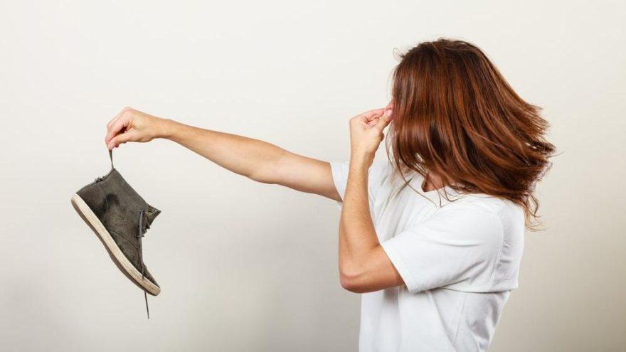 Ayak terlemesi nasıl önlenir? Ayak terlemesi nedir, neden olur? İşte merak edilenler…