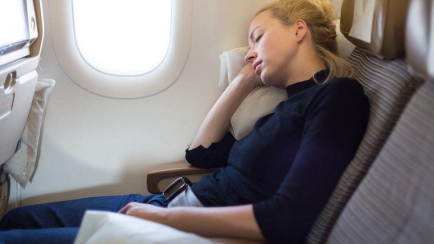 'Uçak inerken uyumayın'